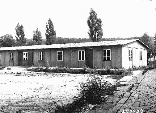 <p>School building for children in the Ebelsberg camp for Jewish displaced persons. Ebelsberg, Austria, July 1947.</p>