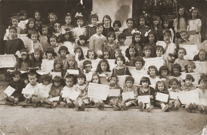 <p>Group portrait of children holding their diplomas at a school in Bitola. Between 1925 and 1938.</p>