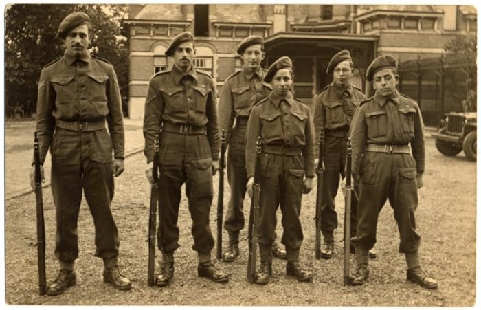 Group portrait of members of the Jewish Brigade in England.