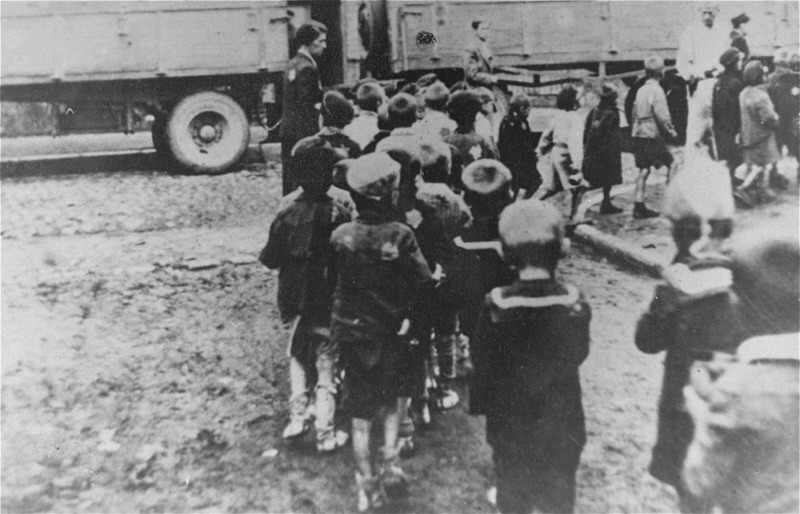 "<p>Deportation of Jewish <a href=""/narrative/2562/en"">children</a> from the Lodz ghetto in German-occupied Poland during the ""Gehsperre"" Aktion, September 1942.</p>"