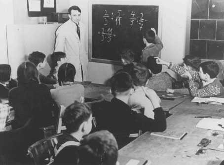 "<p>Training for emigration to Palestine: a math class at the Caputh Agricultural School. <a href=""/narrative/5908"">Berlin</a>, Germany, 1930–39.</p>"