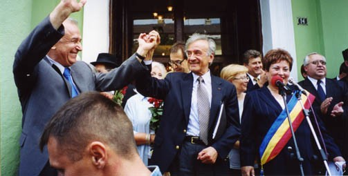 "<p><a href=""/narrative/10130"">Elie Wiesel</a> with President Ion Iliescu in Sighet following the presentation of the Final Report of the International Commission on the Holocaust in Romania.</p>"