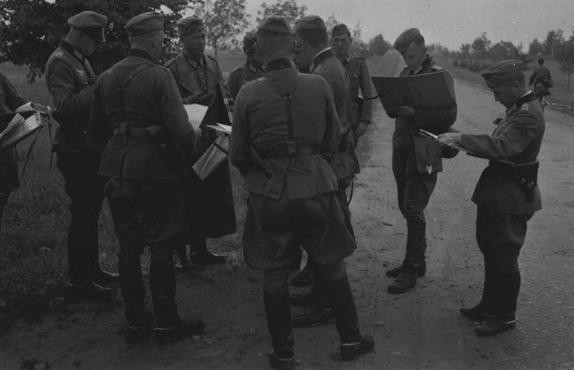 German officers review their orders during the invasion of the Soviet Union in 1941. [LCID: 15583]