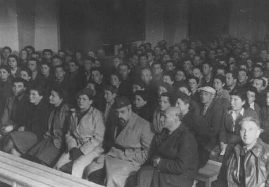 <p>Displaced persons hold the first postwar Zionist conference. Munich, Germany, 1945.</p>