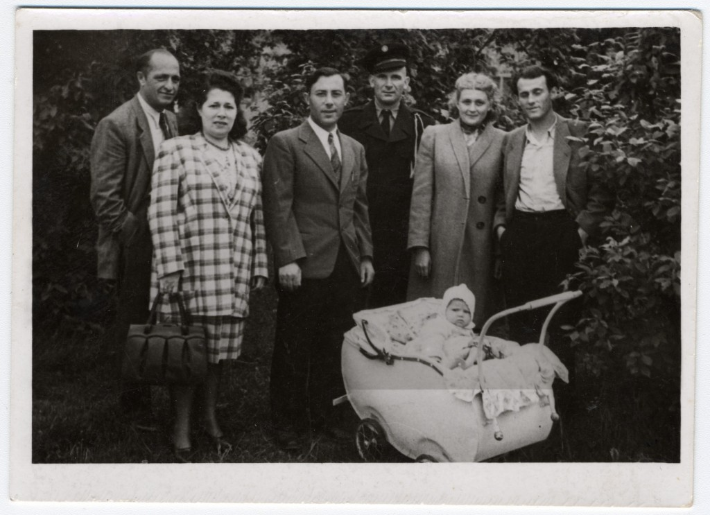 "<p>Group portrait of Jewish <a href=""/narrative/6365"">displaced persons</a> (DPs) in the <a href=""/narrative/53542"">Leipheim</a> DP camp.</p>