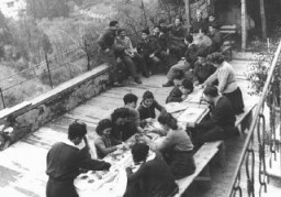 <p>An art class for children in the Fiesole displaced persons camp, outside Florence. Italy, 1946.</p>