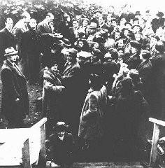 <p>Réfugiés juifs du Danemark lors de leur arrivée dans la Suède neutre. 1943.</p>