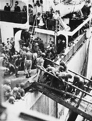 "<p>British soldiers remove Jews, passengers of the <a href=""/narrative/5265/en""><em>Exodus 1947</em></a> who were forcibly returned from Palestine, upon their arrival in Hamburg. Germany, September 8, 1947.</p>"