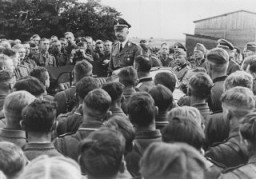 <p>SS chief Heinrich Himmler addresses a group of soldiers in a cavalry regiment of the Waffen SS in the eastern territories. 1942.</p>
