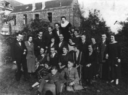 "<p>Two German Jewish families at a gathering before the <a href=""/narrative/65/en"">Nazi rise to power</a>. Only two people in this group survived the <a href=""/narrative/72/en"">Holocaust</a>. Germany, 1928.</p>"