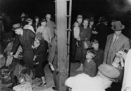 """<p>Polish-Jewish <a href=""""/narrative/2419/en"""">refugees</a> seeking to leave Europe arrive in Lisbon. Following the German invasion of <a href=""""/narrative/4997/en"""">France</a>, Jewish and non-Jewish refugee assistance organizations relocated their headquarters to Lisbon, the only neutral European port from which refugees could depart to North and South America. Lisbon, Portugal, June 21-22, 1940.</p>"""