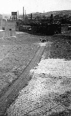 <p>Vue de l'usine d'armements d'Oscar Schindler, en construction, à Brünnlitz. Tchécoslovaquie, octobre 1944.</p>