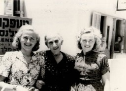 <p>Amalie (left) with her grandmother and sister Pepka in Tel Aviv, Israel, 1949.</p>
