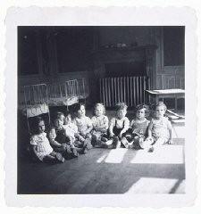 Bebês judeus em orfanato na Bélgica