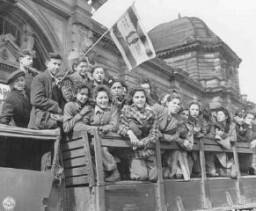 ドイツの米国占領地に集まったユダヤ人難民の子供たち。
