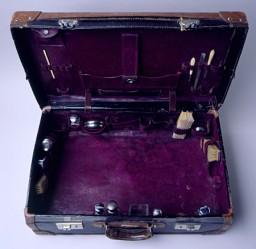 Suitcase belonging to a Polish-Jewish refugee