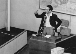 <p>Former Jewish partisan leader Abba Kovner testifies for the prosecution during the trial of Adolf Eichmann. May 4, 1961.</p>