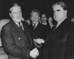 El rabino Stephen Wise, presidente del Congreso Judío Estadounidense (izquierda), y John L.