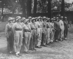 Des femmes participaient aux préparatifs pour la défense nationale avant même le début de la guerre.