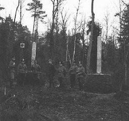 Deutsche und sowjetische Soldaten nach dem Einmarsch in Polen an der Grenze zwischen Deutschland, Russland und Litauen