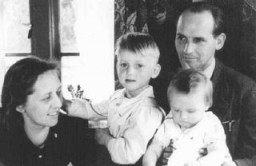 "<p>Bert and Anne Bochove, who hid 37 Jews in their pharmacy in Huizen, an <a href=""/narrative/5543/en"">Amsterdam</a> suburb, pose here with their children. The two were named <a href=""/narrative/11778/en"">Righteous Among the Nations</a>. The Netherlands, 1944 or 1945.</p>"