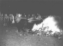 "<p>In Hamburg, members of the SA and students from the University of Hamburg <a href=""/narrative/7631/en"">burn books</a> they regard as ""un-German."" Hamburg, Germany, May 15, 1933.</p>"
