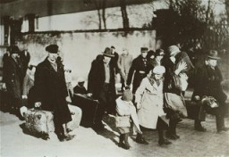"""<p>Arrival of Jewish <a href=""""/narrative/6473"""">refugees</a> from Germany. The <a href=""""/narrative/5002"""">Joint Distribution Committee</a> (JDC) helped Jews leave Germany after the Nazi <a href=""""/narrative/65"""">rise to powe</a>r. France, 1936.</p>"""