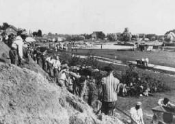 Internés au travail forcé dans le camp de concentration de Neuengamme.