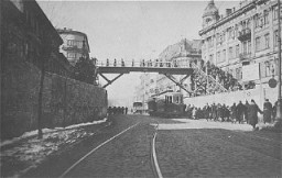 Footbridge connecting two parts of the Warsaw ghetto