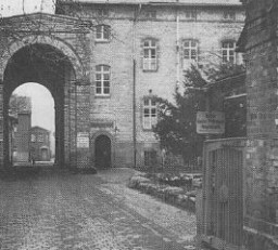 """Bernburg, l'un des six principaux centres d'assassinat par """"euthanasie."""" Allemagne, date incertaine."""