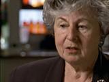 """<p>A Segunda Guerra Mundial começou em setembro de 1939. Brigitte e sua família se mudaram para Kovno, na esperança de conseguirem vistos e passaportes para viajar à América do Norte. Em julho de 1941, Brigitte e sua família foram forçadas a se mudar para o gueto de Kovno, depois que os alemães ocuparam a Lituânia. A família de Brigitte sobreviveu à """"Grande Ação"""", mas sua mãe adoeceu e morreu no gueto. Após a captura sistemática de crianças, em março de 1944, Brigitte fugiu do gueto com a ajuda de um antigo funcionário de seu pai. As forças soviéticas libertaram Kovno em agosto de 1944.</p>"""