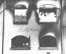 <p>Ce bâtiment dans la ville d'Elverum, près d'Oslo, fut endommagé au cours d'un raid de bombardement à la suite de l'invasion allemande de la Norvège. Elverum, Norvège, 3 mai 1940.</p>