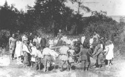Enfants juifs dans un camp d'été. Bendery, Roumanie, vers 1936.