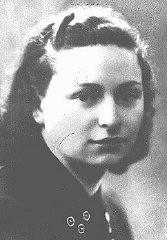 <p>Rota Rosani, une ancienne institutrice qui rejoignit les rangs de la résistance italienne armée dès le début de l'occupation allemande en Italie. Elle fut tuée près de Vérone le 17 septembre 1944 alors que son unité était encerclée. Trieste, Italie, avant 1943.</p>