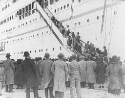 "<p>After the Anschluss (German annexation of <a href=""/narrative/5815/en"">Austria</a>), Austrian Jewish <a href=""/narrative/2419/en"">refugees</a> disembark from the Italian steamship <em>Conte Verde</em>. Shanghai, China, December 14, 1938.</p>"