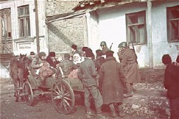 <p>Romanian soldiers supervise the deportation of Jews from Kishinev. Kishinev, Bessarabia, Romania, October 28, 1941.</p>
