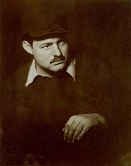 <p>چهره ارنست همینگوی، عکس از هلن پییرس بریکر، پاریس، فرانسه، حدود سال 1928.</p>