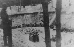 "<p>Lithuanian <a href=""/narrative/6437/en"">collaborators</a> guard Jews before their execution. Ponary, <a href=""/narrative/5762/en"">Lithuania</a>, June–July, 1941.</p>"
