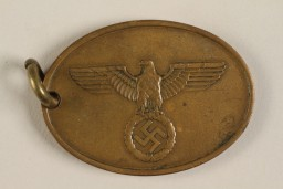 A Kripo agent's identifying warrant disc