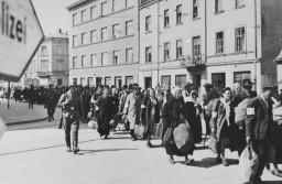 <p>Εκτοπισμός από το γκέτο της Κρακοβίας κατά στιγμή της εκκαθάρισής του. Κρακοβία, Πολωνία, Μάρτιος 1943.</p>