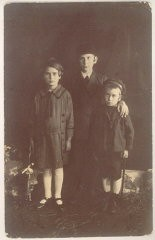 """<p>This 1925 photograph taken in Kolbuszowa, Poland, shows <a href=""""/narrative/10265/en"""">Norman Salsitz</a> (at right) with his sister Rachel (left) and brother David (center).</p> <p><span style=""""font-weight: 400;"""">With the end of World War II and collapse of the Nazi regime, survivors of the Holocaust faced the daunting task of <a href=""""/narrative/10475/en"""">rebuilding their lives</a>. With little in the way of financial resources and few, if any, surviving family members, most eventually emigrated from Europe to start their lives again. Between 1945 and 1952, more than 80,000 Holocaust survivors immigrated to the United States. Norman was one of them. </span></p>"""