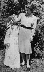 Selma Schwarzwald and her mother, Laura, in Busko-Zdroj on the occasion of Selma's first communion in 1945.