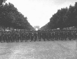 "<p>US troops march down the Champs Elysees in Paris following the Allied liberation of the city. <a href=""/narrative/6033/en"">Paris</a>, France, August 29, 1944.</p>"