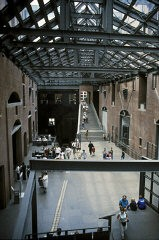 <p>Visitors in the Hall of Witness at the United States Holocaust Memorial Museum. Washington, DC, 1998.</p>
