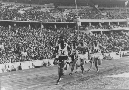 Runners in the 1936 Olympics 800-meter race; barely visible on the outside is American John Woodruff who came from behind to win the gold medal