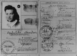 """<p>""""آرین"""" شناختی کارڈ کی قسم جو ولاڈکا میڈ نے 1940 - 1942 کے دوران وارسا کی آرین سائیڈ پر یہودی جنگجوؤں کیلئے ہتھیار سمگل کرنے اور یہودی بستی سے یہودیوں کو فرار ہونے میں مدد دینے کیلئے استعمال کیا۔</p>"""