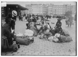 "<p>Refugees in the Gare de Lyon in Paris during <a href=""/narrative/28/en"">World War I</a>. Paris, France, photograph taken ca. 1914–15.</p>"