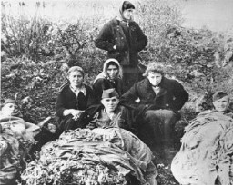 "<p>Yugoslav partisans with Jewish <a href=""/narrative/5666/en"">parachutists</a> from Palestine. Yugoslavia, 1944.</p>"