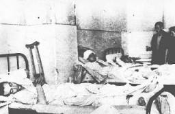 "<p>A hospital ward in <a href=""/narrative/11504/en"">Kielce</a> after a postwar pogrom. Kielce, Poland, July 6, 1946.</p>"