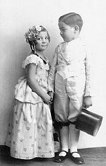 "<p>Alice and Heinrich Muller pose for a photograph while in costume for the <a href=""/narrative/9164/en"">Purim</a> holiday. Hlohovec, Czechoslovakia, ca. 1934–35.</p>"